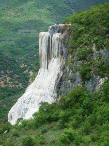Catarata petrificada en el Valle de Mitla - México