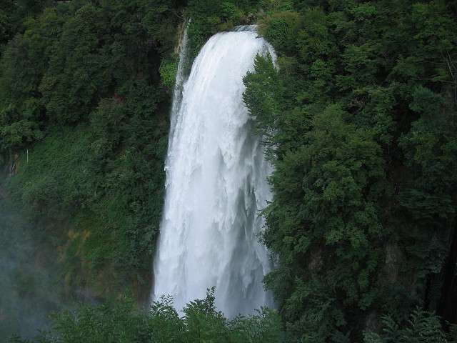 marmore-cascada