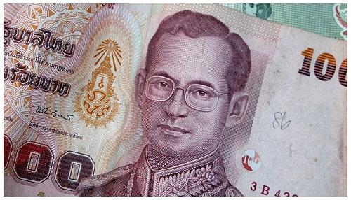 Billete de 1000 Baths con la cara de su rey. Bhumibol Adulyadej