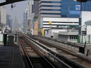 Skytrain un tren por los cielos en bagkok