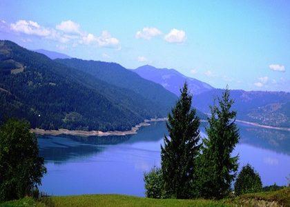 De ecoturismo por el lago Izvorul Muntelui