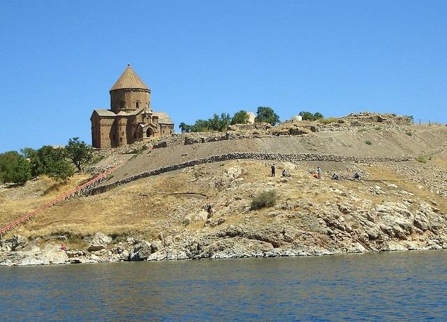La iglesia de la Santa Cruz de Akdamar