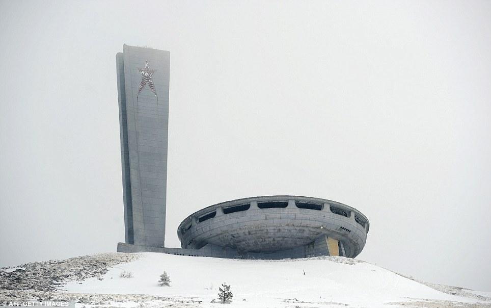 lugares abandonados   casa del partido comunista búlgaro
