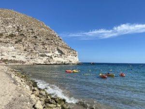 Playa del pueblo de Agua Amarga
